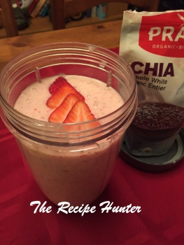 TRH Strawberry banana chia smoothie
