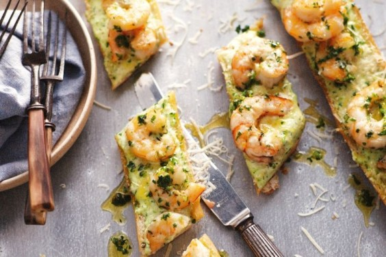 Garlic prawn pizza bread