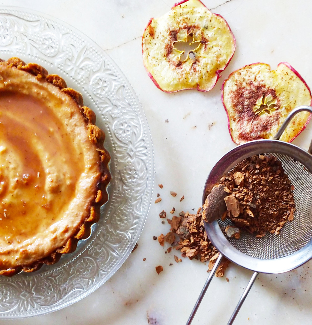 apple-pie-cheesecake-with-gingerbread-caramel
