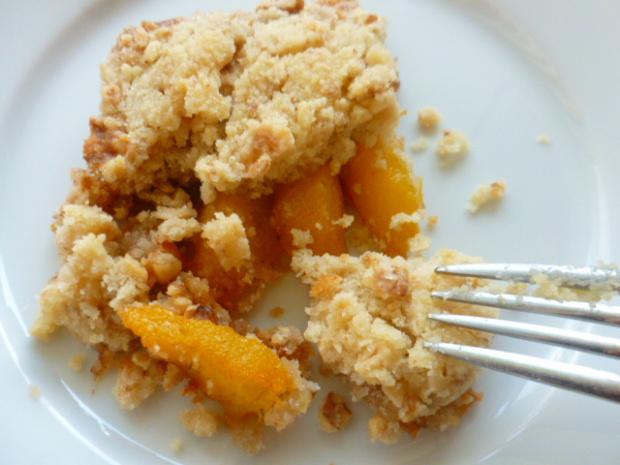 peach-walnuts-and-cinnamon-crumble