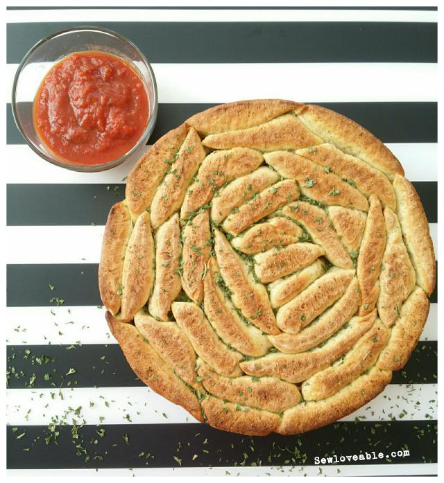 vegan-garlic-herb-pull-apart-bread