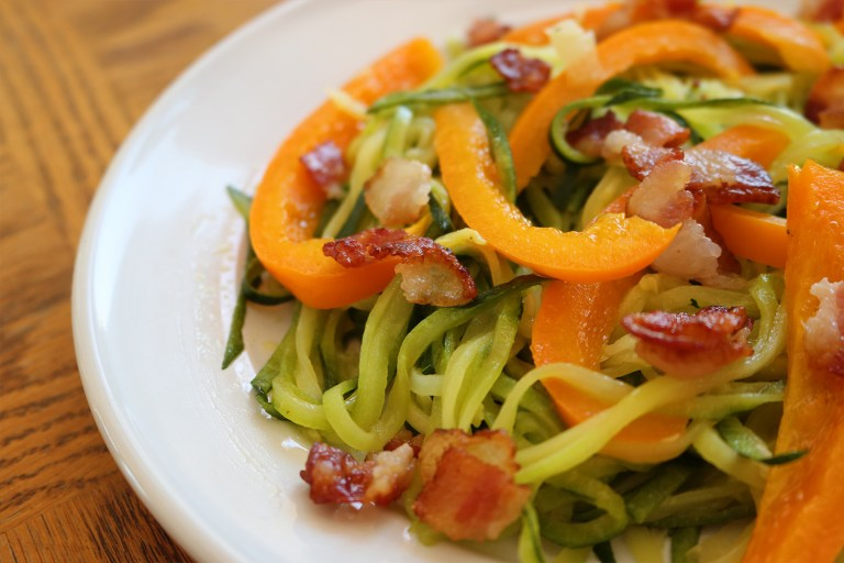 zucchini-noodles-with-crispy-bacon-and-bell-pepper